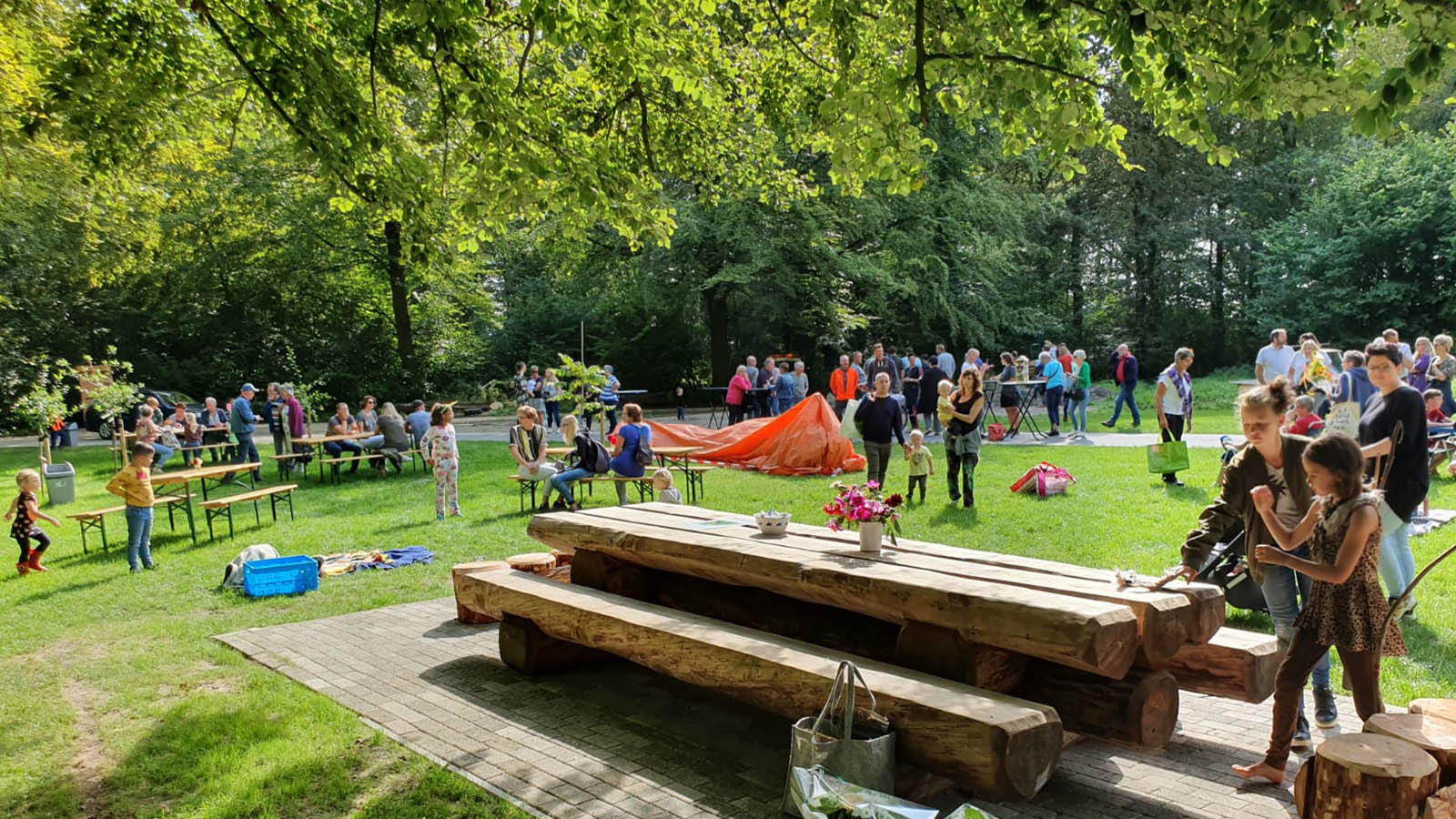 Opening  belevenisbos bant